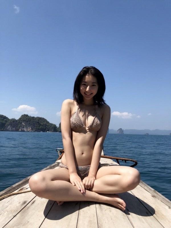【武田玲奈グラビア画像】スレンダーだけどクビレがあるビキニ姿がエッチなショートカット美少女 12