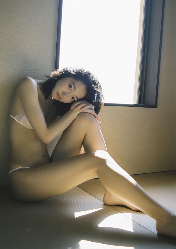 【武田玲奈グラビア画像】スレンダーだけどクビレがあるビキニ姿がエッチなショートカット美少女 41