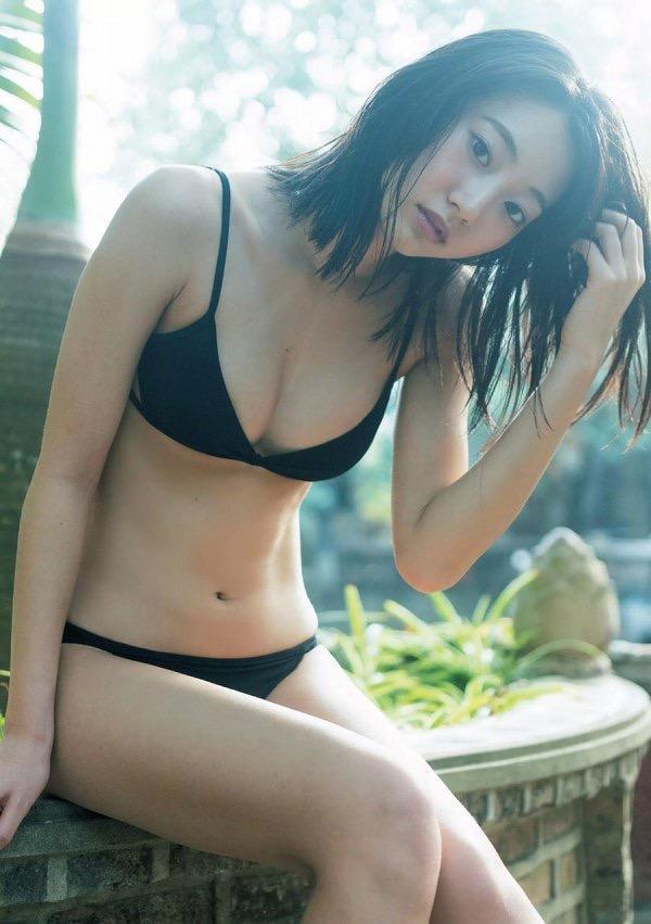 【武田玲奈グラビア画像】スレンダーだけどクビレがあるビキニ姿がエッチなショートカット美少女 47