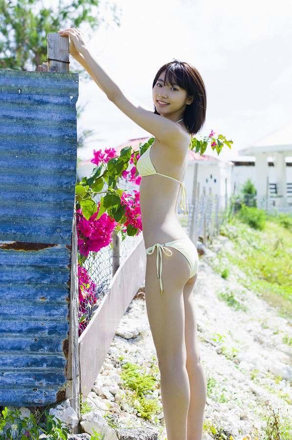 【武田玲奈グラビア画像】スレンダーだけどクビレがあるビキニ姿がエッチなショートカット美少女 58