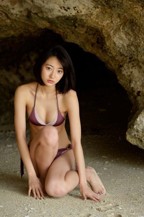【武田玲奈グラビア画像】スレンダーだけどクビレがあるビキニ姿がエッチなショートカット美少女 76