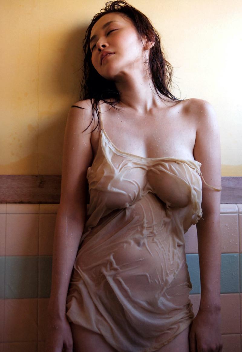 【濡れ透け画像】濡れて透けた布地越しに眺める乳首や陰毛のいやらしさは全裸を越えてるよなw 42