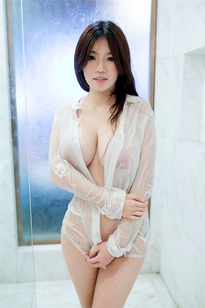 【濡れ透け画像】濡れて透けた布地越しに眺める乳首や陰毛のいやらしさは全裸を越えてるよなw 61