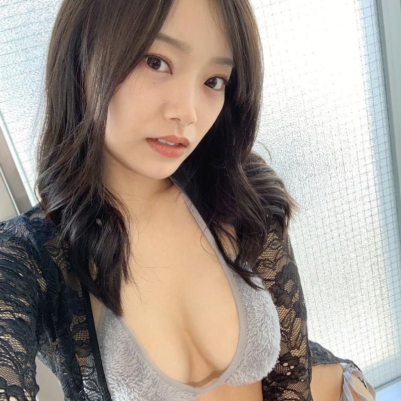 【青科まきエロ画像】Fカップの居酒屋店員が話題を呼んでグラビアアイドルとしてデビューしたってマジかwwww 48