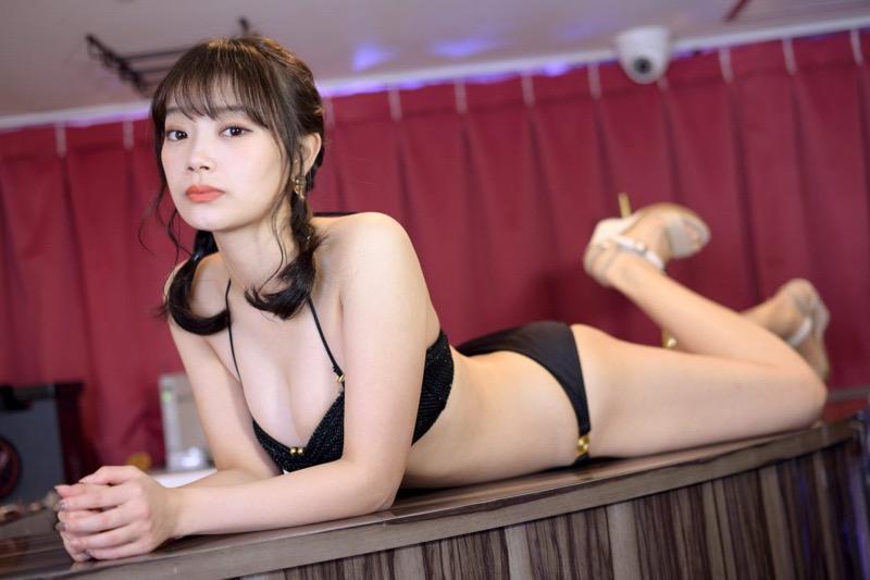 【青科まきエロ画像】Fカップの居酒屋店員が話題を呼んでグラビアアイドルとしてデビューしたってマジかwwww 65