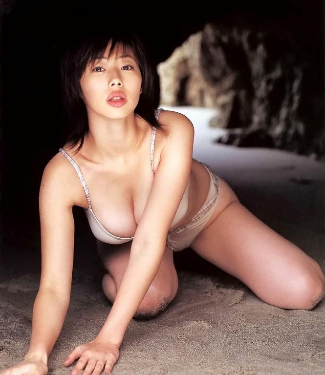【井上和香グラビア画像】かつて「ワカパイ」と呼ばれたFカップ巨乳のグラビアアイドルの現在は? 05