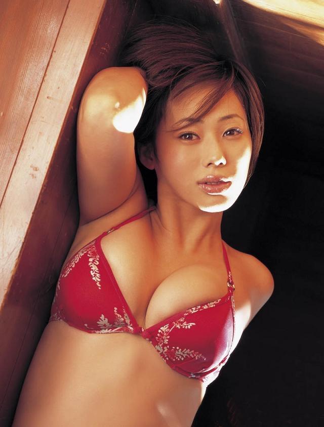 【井上和香グラビア画像】かつて「ワカパイ」と呼ばれたFカップ巨乳のグラビアアイドルの現在は? 12