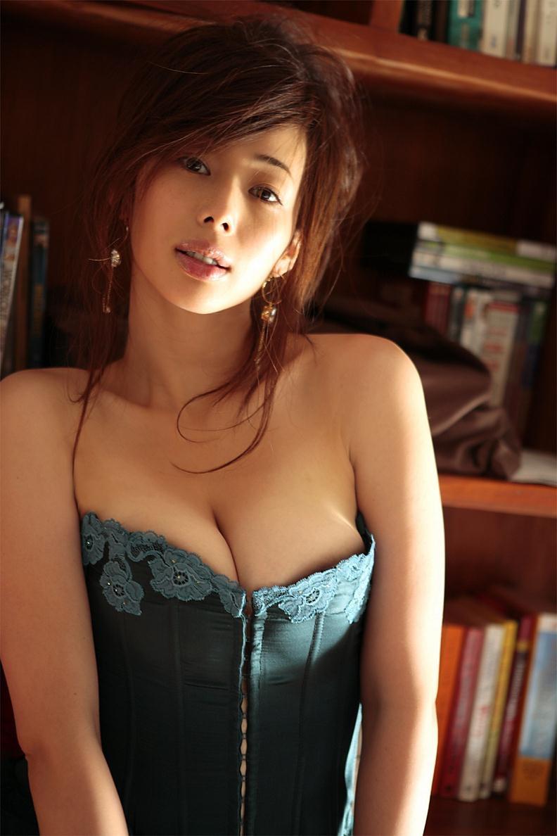 【井上和香グラビア画像】かつて「ワカパイ」と呼ばれたFカップ巨乳のグラビアアイドルの現在は? 62