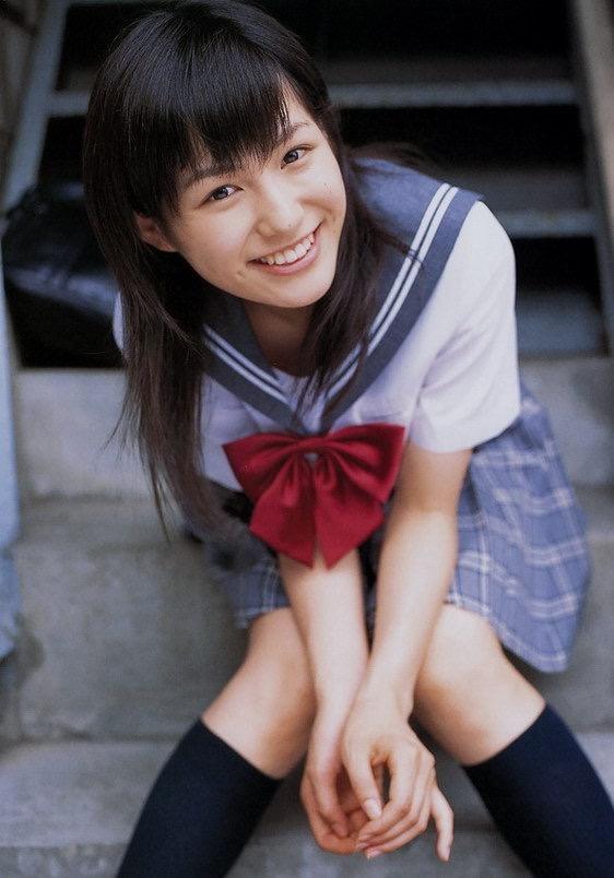 【平田薫グラビア画像】専属モデル出身の美人女優が魅せる可愛くてちょっとだけセクシーなビキニ水着姿 05