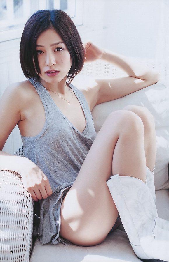 【平田薫グラビア画像】専属モデル出身の美人女優が魅せる可愛くてちょっとだけセクシーなビキニ水着姿 13