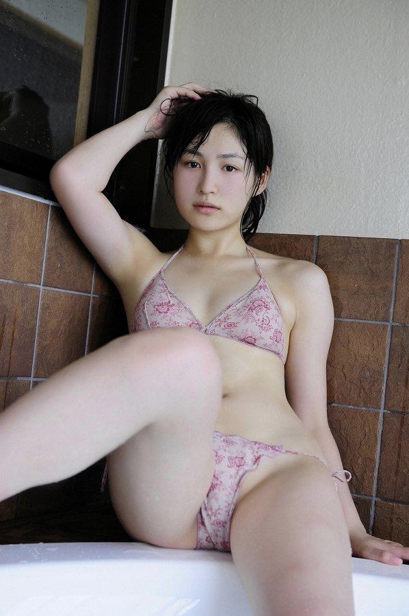 【平田薫グラビア画像】専属モデル出身の美人女優が魅せる可愛くてちょっとだけセクシーなビキニ水着姿 26