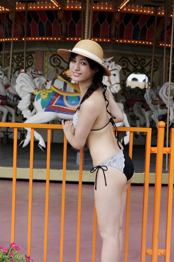 【平田薫グラビア画像】専属モデル出身の美人女優が魅せる可愛くてちょっとだけセクシーなビキニ水着姿 32