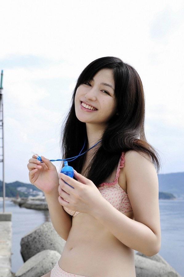 【平田薫グラビア画像】専属モデル出身の美人女優が魅せる可愛くてちょっとだけセクシーなビキニ水着姿 39