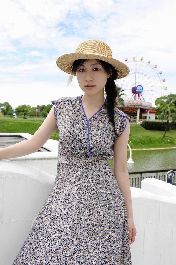 【平田薫グラビア画像】専属モデル出身の美人女優が魅せる可愛くてちょっとだけセクシーなビキニ水着姿 55