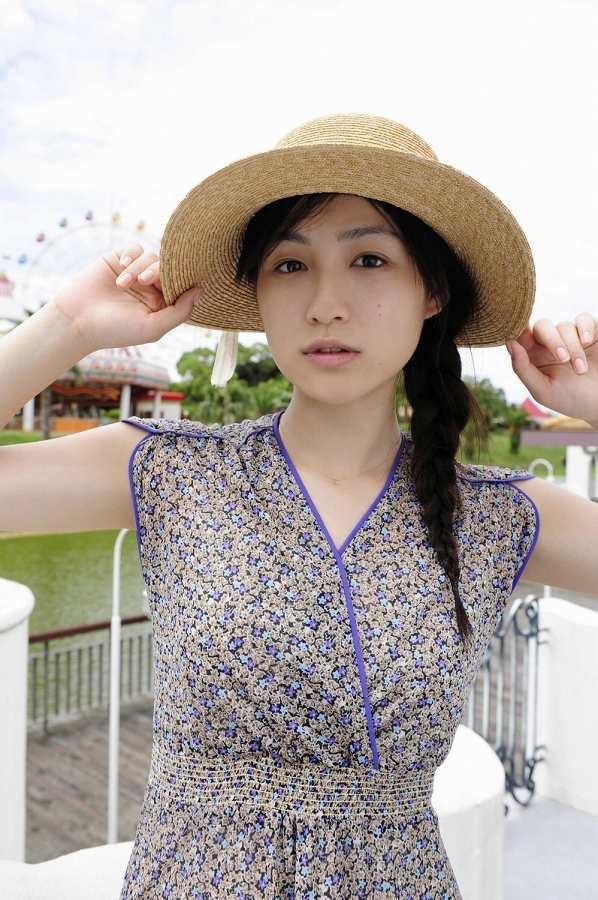 【平田薫グラビア画像】専属モデル出身の美人女優が魅せる可愛くてちょっとだけセクシーなビキニ水着姿 56