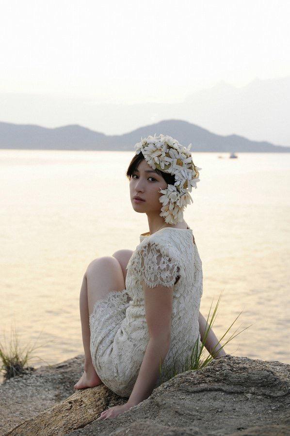 【平田薫グラビア画像】専属モデル出身の美人女優が魅せる可愛くてちょっとだけセクシーなビキニ水着姿 57