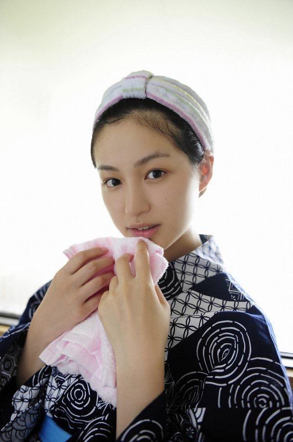 【平田薫グラビア画像】専属モデル出身の美人女優が魅せる可愛くてちょっとだけセクシーなビキニ水着姿 58