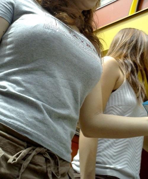 【着衣おっぱい画像】服を着ていてもパイスラとかして巨乳っぷりが良く分かってむしろエロいんだがwwww 06