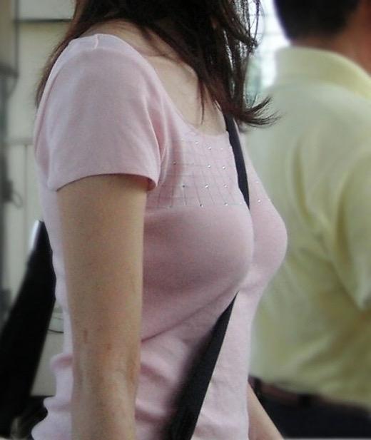 【着衣おっぱい画像】服を着ていてもパイスラとかして巨乳っぷりが良く分かってむしろエロいんだがwwww 12