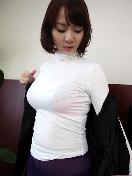 【着衣おっぱい画像】服を着ていてもパイスラとかして巨乳っぷりが良く分かってむしろエロいんだがwwww 15