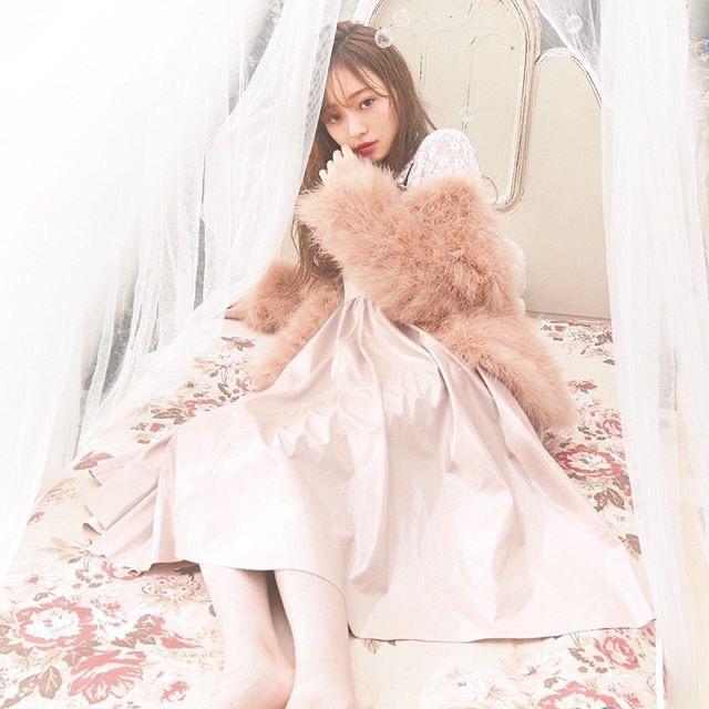 【梅澤美波インスタ画像】グラビアで美脚を披露している乃木坂46アイドルの自撮りが可愛くて癒やされるわw 32