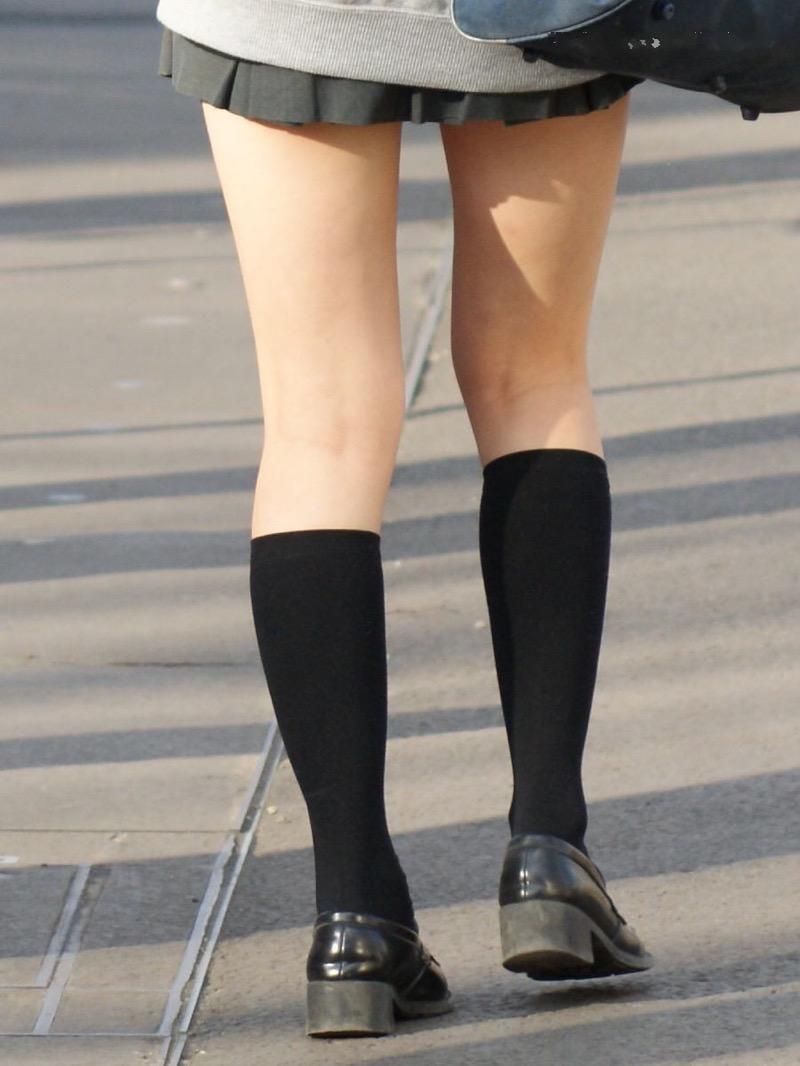 【素人JK盗撮画像】街行くJK達のピチピチな太ももと眩しすぎるパンチラを画像でじっくり見たい! 55