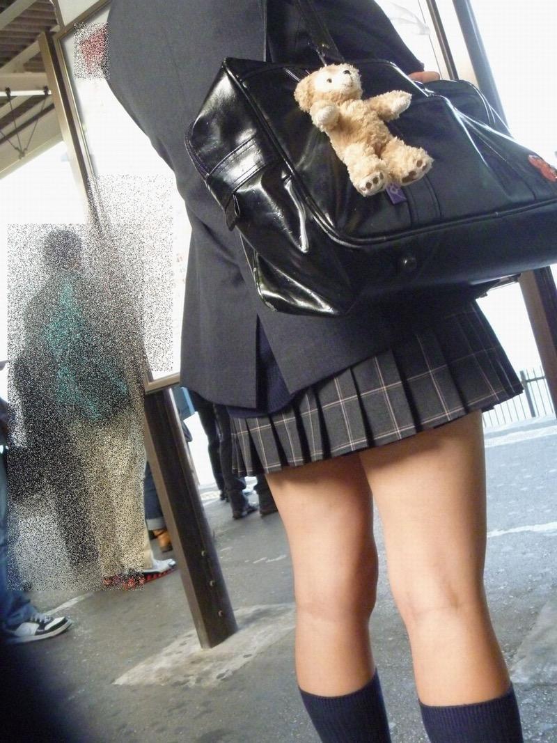 【素人JK盗撮画像】街行くJK達のピチピチな太ももと眩しすぎるパンチラを画像でじっくり見たい! 61
