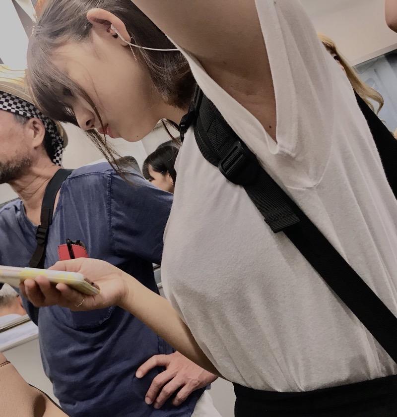 【素人JK盗撮画像】街行くJK達のピチピチな太ももと眩しすぎるパンチラを画像でじっくり見たい! 65