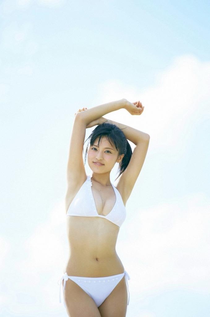 【小島瑠璃子グラビア画像】芸能活動10周年を迎えた童顔系マルチタレントの意外にエロいEカップボディ 14