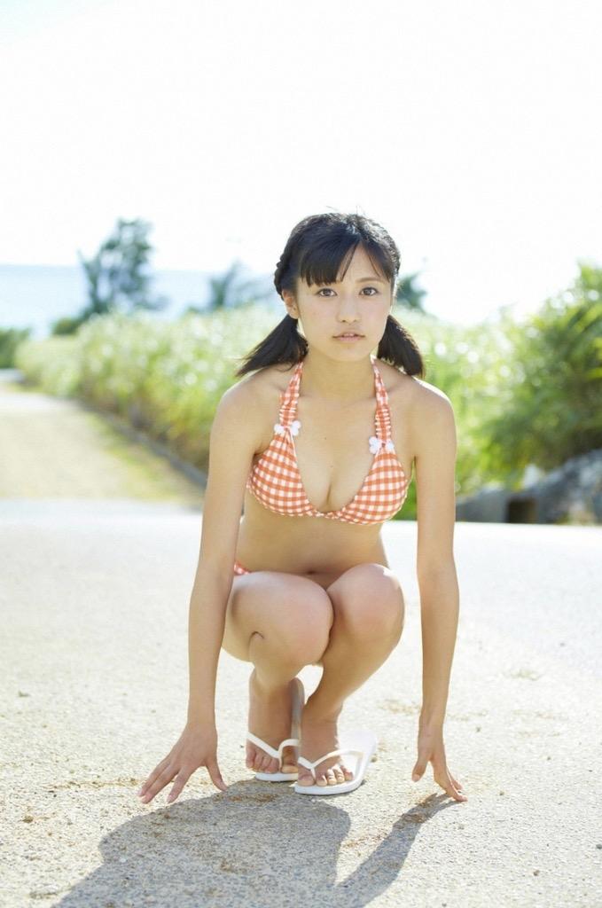 【小島瑠璃子グラビア画像】芸能活動10周年を迎えた童顔系マルチタレントの意外にエロいEカップボディ 28