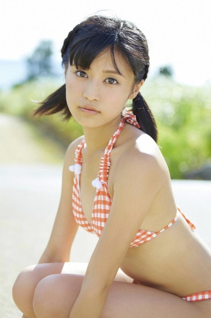 【小島瑠璃子グラビア画像】芸能活動10周年を迎えた童顔系マルチタレントの意外にエロいEカップボディ 30