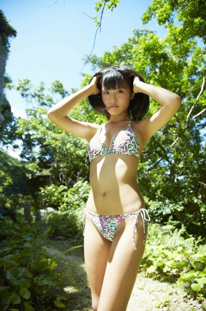 【小島瑠璃子グラビア画像】芸能活動10周年を迎えた童顔系マルチタレントの意外にエロいEカップボディ 52