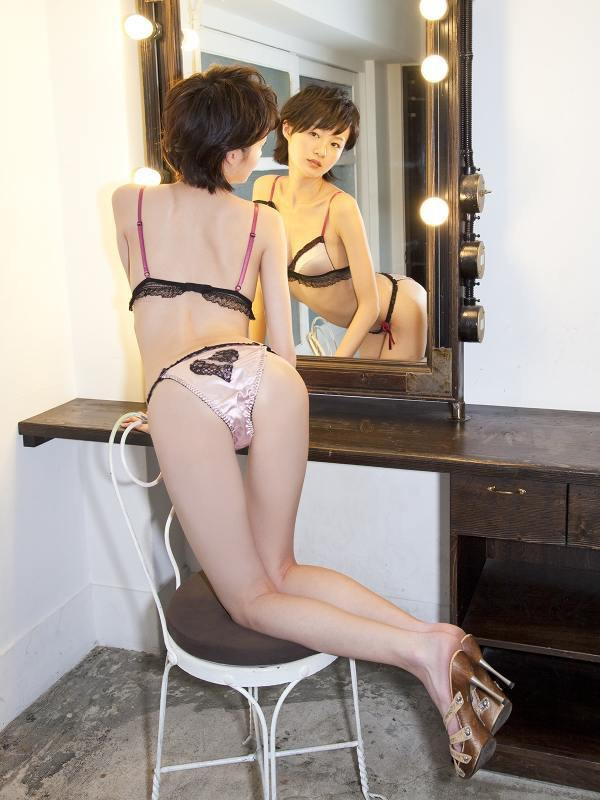 【しほの涼グラビア画像】美少女エロアニメ「くりいむレモン」で亜美役を演じたジュニアアイドルの現在は? 41