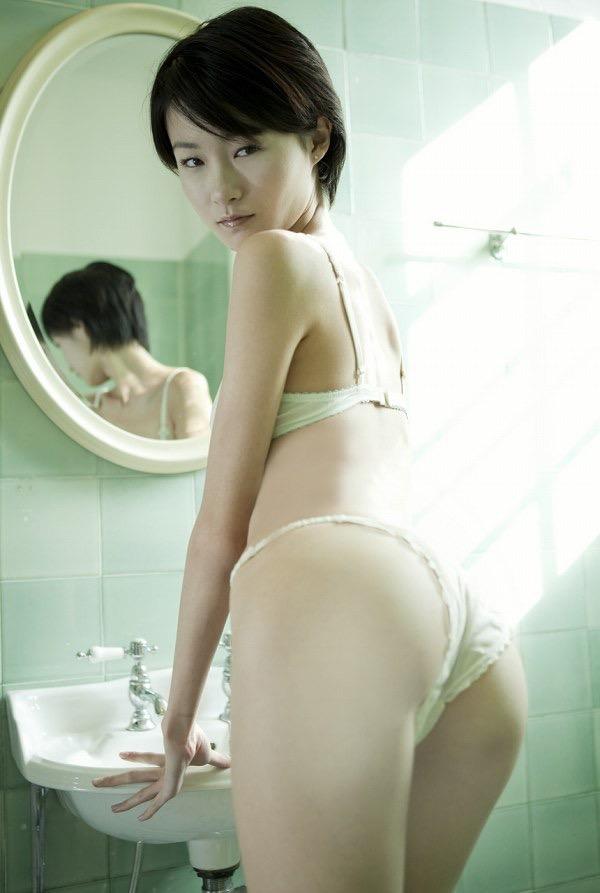 【しほの涼グラビア画像】美少女エロアニメ「くりいむレモン」で亜美役を演じたジュニアアイドルの現在は? 69