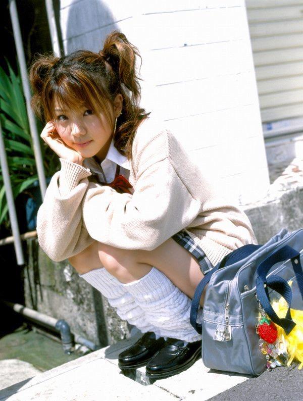 【田中れいなグラビア画像】13歳でモー娘アイドルになった女の子が披露したちょっとエッチなビキニ姿 21