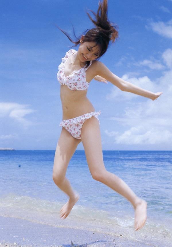 【田中れいなグラビア画像】13歳でモー娘アイドルになった女の子が披露したちょっとエッチなビキニ姿 33