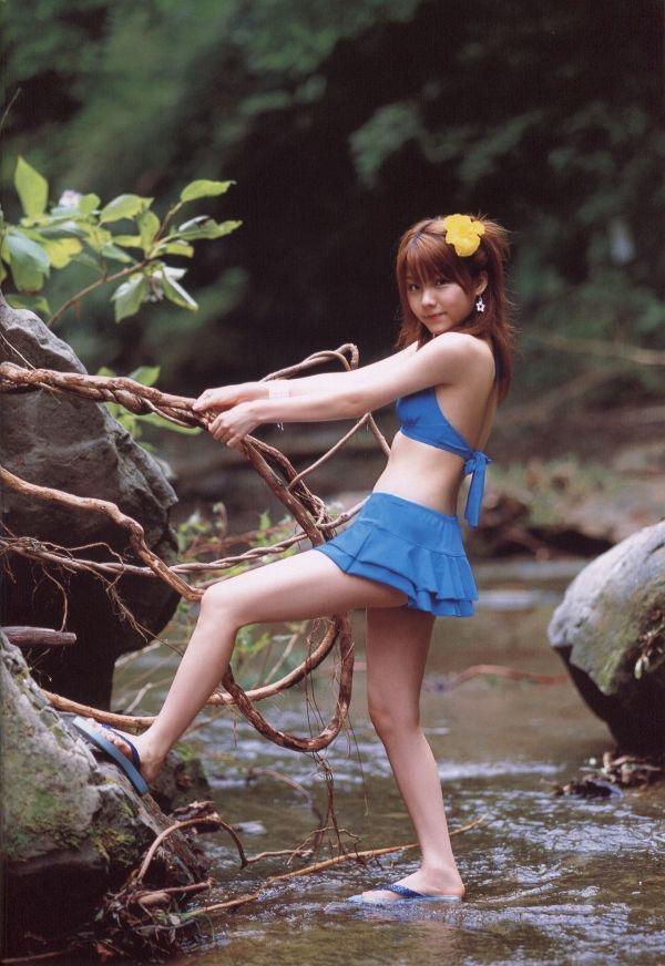 【田中れいなグラビア画像】13歳でモー娘アイドルになった女の子が披露したちょっとエッチなビキニ姿 42