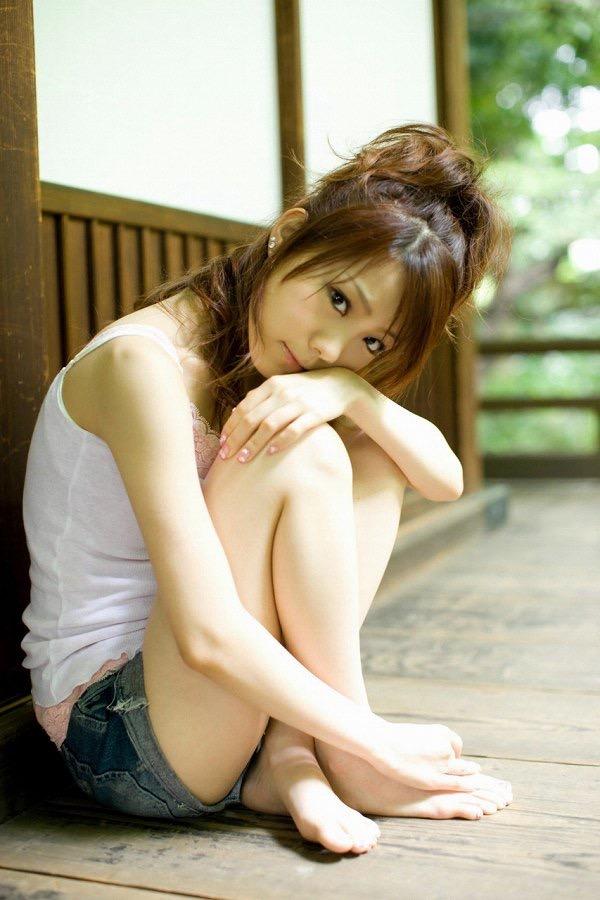 【田中れいなグラビア画像】13歳でモー娘アイドルになった女の子が披露したちょっとエッチなビキニ姿 66