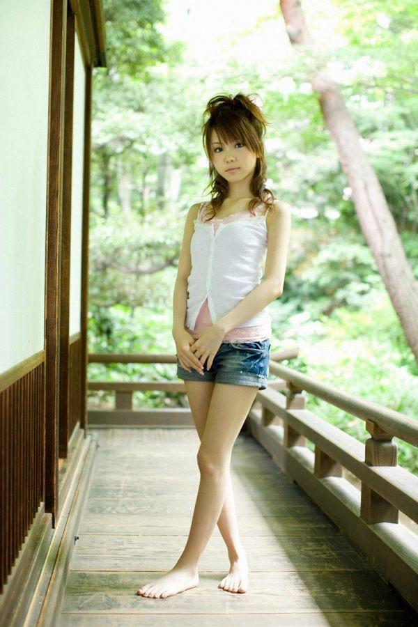【田中れいなグラビア画像】13歳でモー娘アイドルになった女の子が披露したちょっとエッチなビキニ姿 67