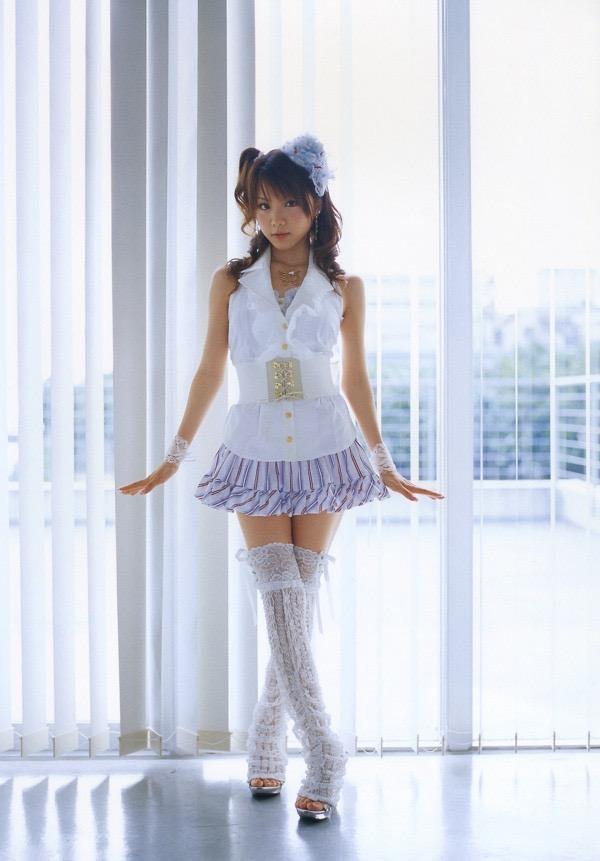 【田中れいなグラビア画像】13歳でモー娘アイドルになった女の子が披露したちょっとエッチなビキニ姿 68