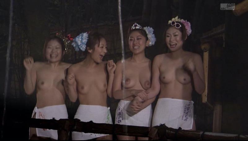 【放送事故画像】テレビタレントがうっかり見せちゃったオッパイやオマンコのチラ見えキャプエロ画像 40