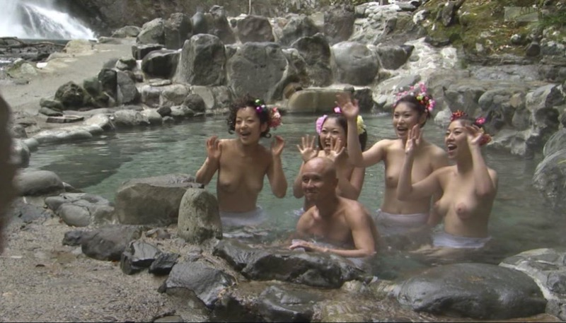 【放送事故画像】テレビタレントがうっかり見せちゃったオッパイやオマンコのチラ見えキャプエロ画像 51