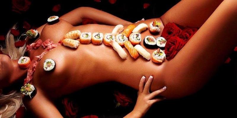 【女体盛りエロ画像】危険!肌を大皿代わりに直接お刺身を乗っけて食べたら食中毒になるかも!? 37
