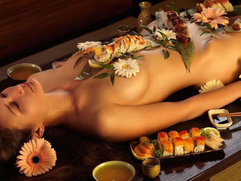 【女体盛りエロ画像】危険!肌を大皿代わりに直接お刺身を乗っけて食べたら食中毒になるかも!? 44