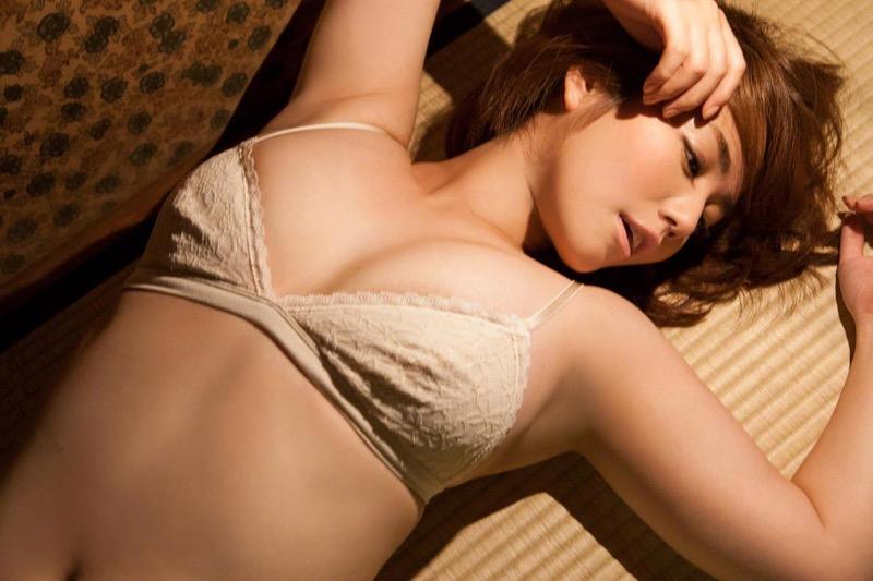 【磯山さやかグラビア画像】アラフォーだけど綺麗でエロい美熟女グラドルが2年振りにグラビア撮ったって!