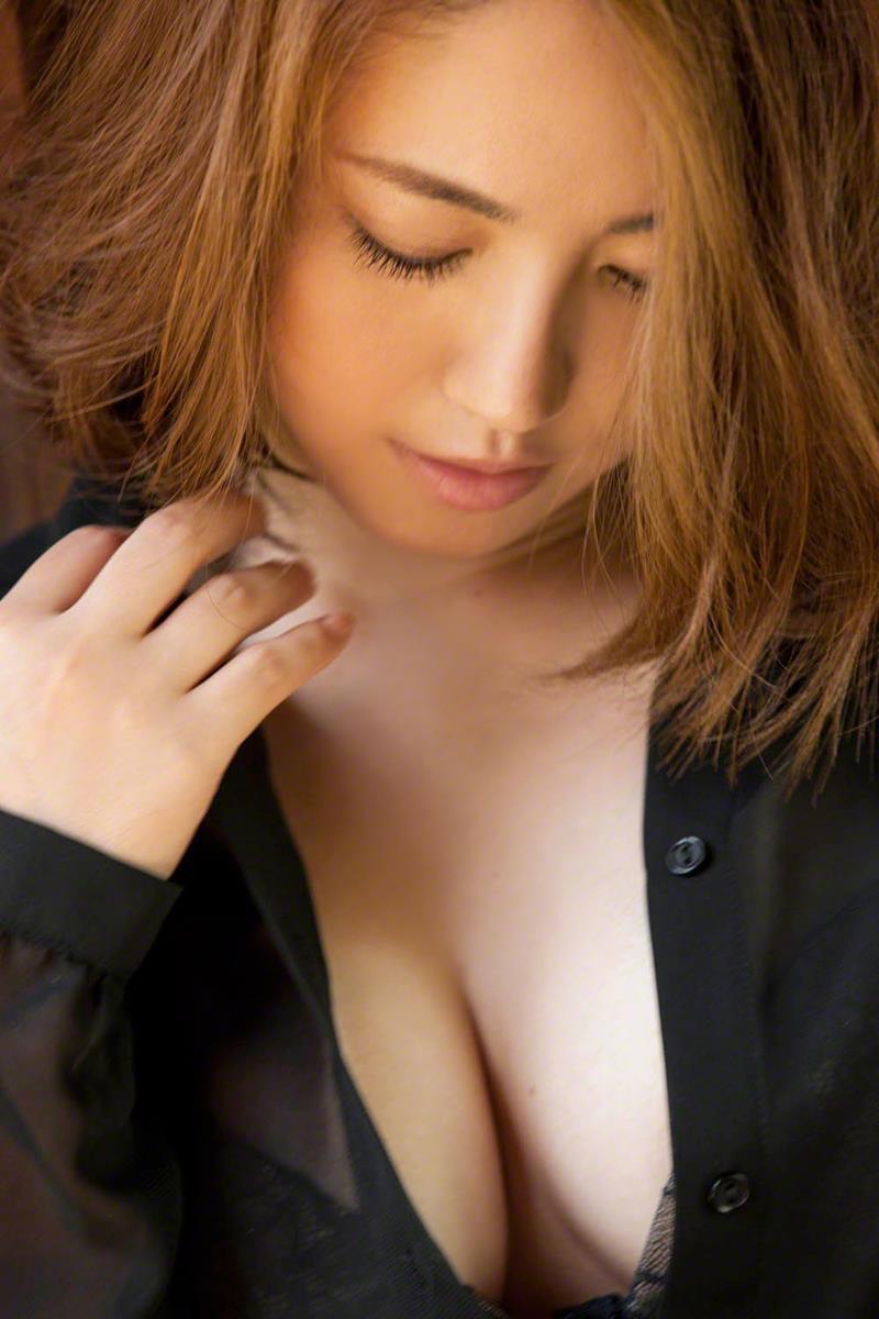 【磯山さやかグラビア画像】アラフォーだけど綺麗でエロい美熟女グラドルが2年振りにグラビア撮ったって! 18