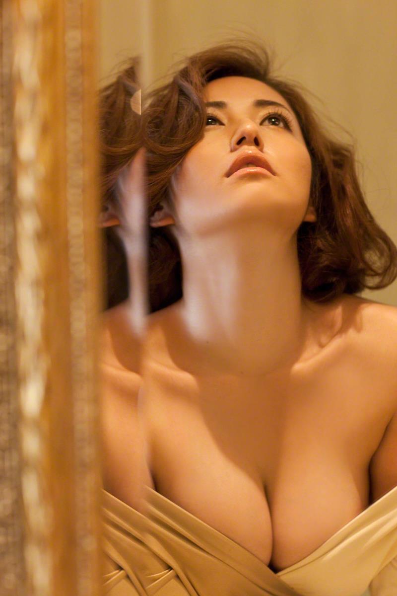 【磯山さやかグラビア画像】アラフォーだけど綺麗でエロい美熟女グラドルが2年振りにグラビア撮ったって! 22
