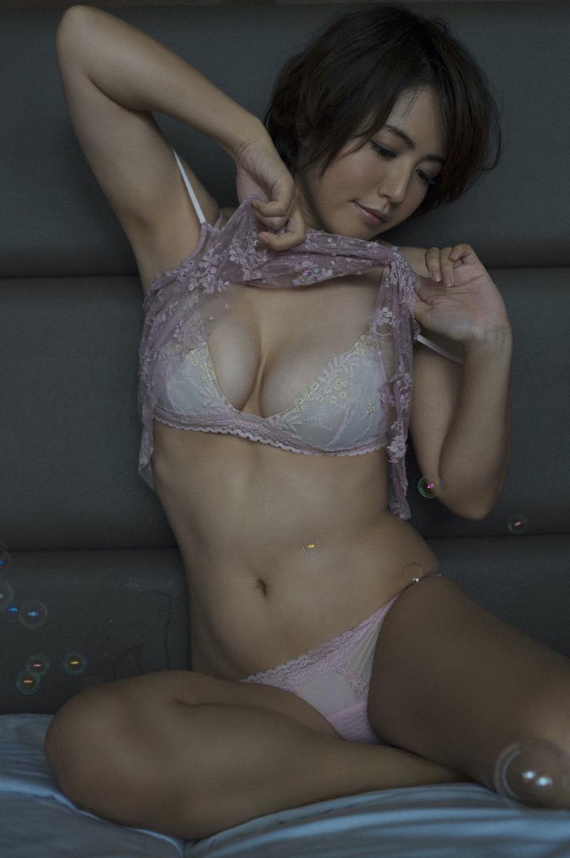 【磯山さやかグラビア画像】アラフォーだけど綺麗でエロい美熟女グラドルが2年振りにグラビア撮ったって! 35