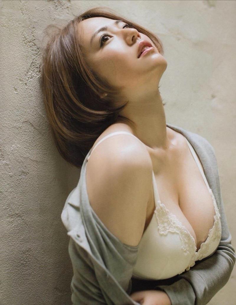【磯山さやかグラビア画像】アラフォーだけど綺麗でエロい美熟女グラドルが2年振りにグラビア撮ったって! 42