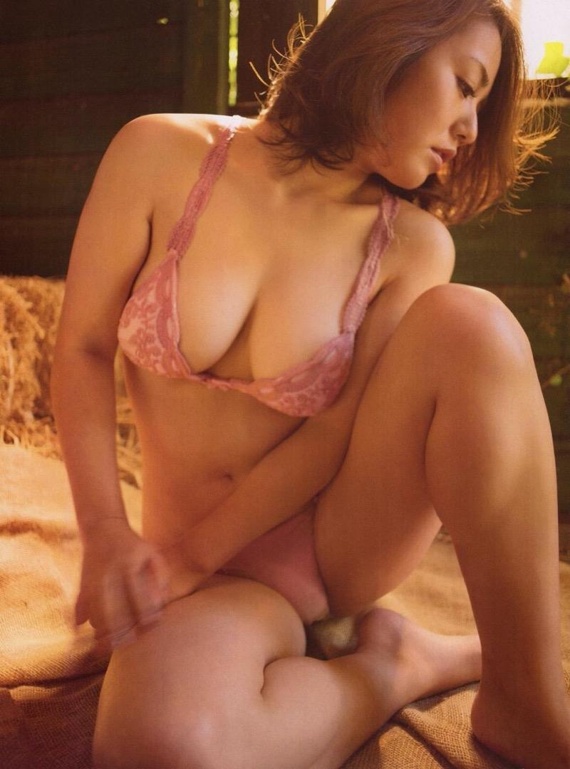 【磯山さやかグラビア画像】アラフォーだけど綺麗でエロい美熟女グラドルが2年振りにグラビア撮ったって! 54